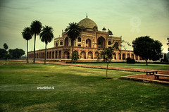 Tomba D'Humayun a Delhi, India (arturii!) Tags: voyage park trip travel india green monument nature beautiful grave wow landscape amazing nice perfect tour delhi awesome natura tumba paths palmera archs hdr arcs tomba artur banc gettyimages verd monumental treatment paisatge palmeres gres humayun gespa camins bancs herba photomatix banch stuning tractament canoneos400d impressiv diamondclassphotographer banchs arturii betterthangood cuula