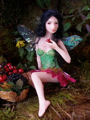 #65 Simza ~ Eating fairy (Nenfar Blanco) Tags: art doll oneofakind ooak polymerclay fairy fantasy faerie hada fae nenufarblanco