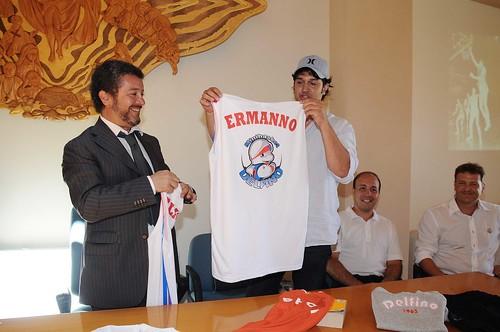 Una maglia dei delfini è stata consegnata, a titolo onorario, a Claudio Ferri (che giocava coi Delfini) e al padre cav. Ermanno Ferri, presidente della Delfino negli anni doro.