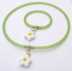 Daisy (Glittering Prize - Trudi) Tags: uk white flower green glass yellow set beads crystal handmade jewellery bracelet swarovski jewelery trudi lampwork pvc hilltribe sra gbuk glitteringprize fhfteam britlamp