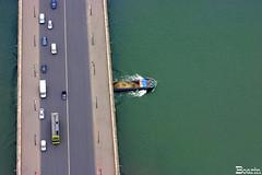 Direes cruzadas (Boarin) Tags: rio barco ponte carros urbano