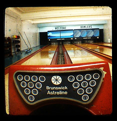 Welcome Bowlers (Friendly Joe) Tags: wood vintage maple antique brunswick rack lane gutter bowlingpins bowlingalley lumber gutters ballreturn starflex ttv pinsetter amfpinspotter thewhitingcommunitycenterwasbuiltin1923asagiftfromjohndrockefellerandstandardoilofindianatothepeopleofwhiting ithastwodifferentbowlingareaswhichwereoutfitteddecadesapart andaghostnamedjohn whoihaventmetyet abovegroundballreturn whichididntrealizewasgettingrarebutitis