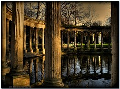 Parc Monceau (jeanmarcrocfort) Tags: park paris reflection canon reflections jardin reflet parc hdr picnik parigi monceau   photomatix   lovelycity bestofr superlativas jeanmarcrocfort