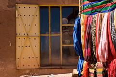 La fentre qui donne sur les couleurs (of joy & pain) Tags: city morocco maroc ouarzazate f28 ksar forteresse kasbah fortified atbenhaddou efs1755 eos400d