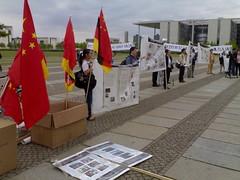 Chinesische Studenten vorm Reichstag
