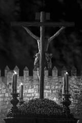 El Amor está muerto... (Javier Martinez de la Ossa) Tags: andalucía cristo cristodelabuenamuerte crucificado españa estudiantes holyweek javiermartinezdelaossa martessanto semanasanta semanasanta2009 sevilla