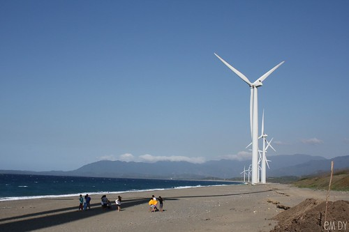 Bangui Windmills - Scale , originally uploaded by Em Dy .