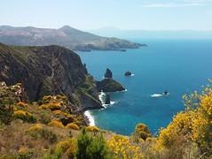 lipari_faraglioni_mare (Le isole d'Italia) Tags: lipari eolie isole faraglioni mare panorama landscape
