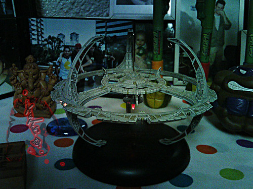 Star Trek: Deep Space Nine .. Battery operated ornament with display base  by Hallmark  iii (( 2001 ))