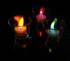 Dezember (Stephi 2006) Tags: christmas home 510fav wow december candle explore damncool catchycolorsyellow catchycolorsgreen catchycolorsred pentaxk10d thatsclassy justpentax