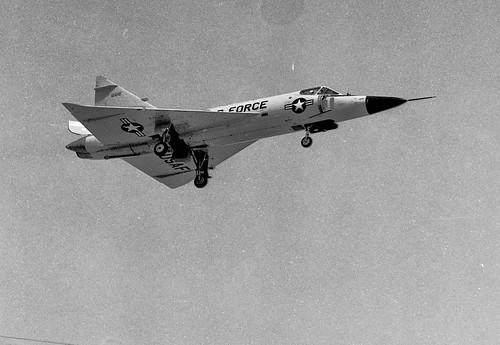 Airplane picture - Convair F-102 Delta Dagger Spring  1965 - 01