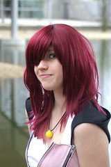 Kairi, Kingdom Hearts (cosplay shooter) Tags: x201709 cosplay anime leipzig buchmesse manga comics bookfair portrait closeup quarzoespecial kairi kingdomhearts kingdomofhearts lbm leipzigerbuchmesse roleplay costume convention cosplayer rollenspiel comic 10000z