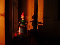 (Lise Utne) Tags: sunset red toy woodentoy shadowsandlight may2009 toydrummer