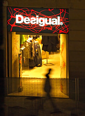 Desigual (Alaqrabix) Tags: olympuse510 zuicodigital50200mm2835