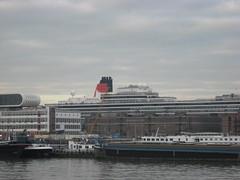 Queen Victoria visit Rotterdam 12-12-2007 003 (cornelia43) Tags: buildings boats boot boat rotterdam harbour cruiseship cunard queenvictoria gebouwen rivier waterkant cruiseschip rijnhaven