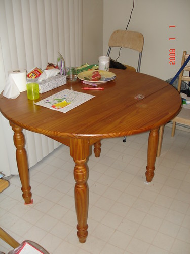 Dining Table (Round with foldable edge)