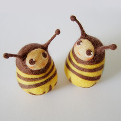 Bees (fingtoys) Tags: wool toys miniature bees felt bugs bee fing arttoys needlefelted fingtoys