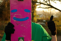 Happy Times (Arthur Loveday) Tags: light smile face up person golden evening arthur al pentax yes skateboard thumb thumbs k10 loveday k10d pentaxk10d arthurloveday