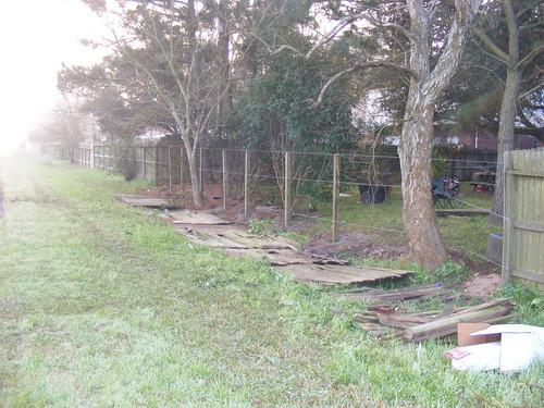 Back_Yard_Fence001.JPG