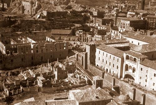 El Alcázar, destruído por los bombardeos republicanos de 1936