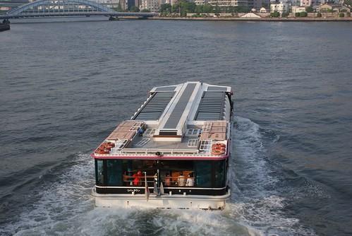 こちらは普通の船