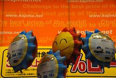 The Hitachi balloons at the Kojima Electric store (jmvnoos in Paris) Tags: electric japan balloon electronics d200 hirosaki ballons japon hitachi electrique electronique niokon jmvnoos