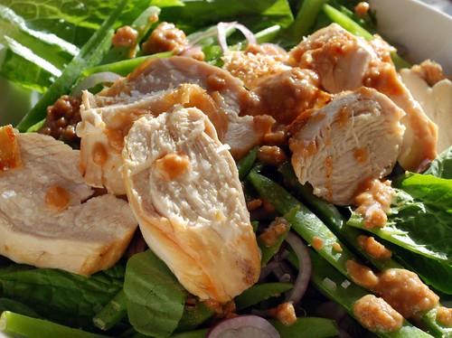 kycklingsallad med peanutsauce