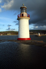 Whitehaven, England (Fin Wright) Tags: ocean uk light sea england lighthouse house building tower architecture canon ian faro pho