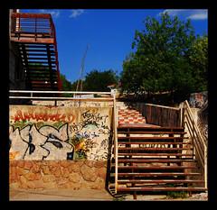 Puedes subir o puedes bajar... (Ro_Cond) Tags: madrid azul nikon cielo escaleras bajar subir cuadro villalba infierno cuadrado d80 estadosdeanimo