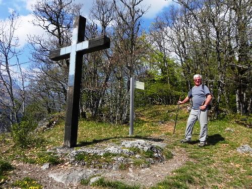 La croix sur le roc de Nant Bellet 16.04 007.jpg