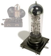 Early Lewe Radio Tube, c. 1926 (galessa's plastics) Tags: 1920s brazil history industry brasil radio vintage design designer tube collection product bakelite materials histria industrialdesign esdi plastics consumerculture polymer productdesign plsticos materialculture designdeproduto polmeros desenhoindustrial designhistory phenolformaldehyde plasticsindustry classicplastics