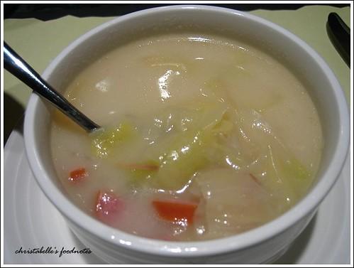 國賓飯店阿眉快餐廳套餐蔬菜香腸濃湯