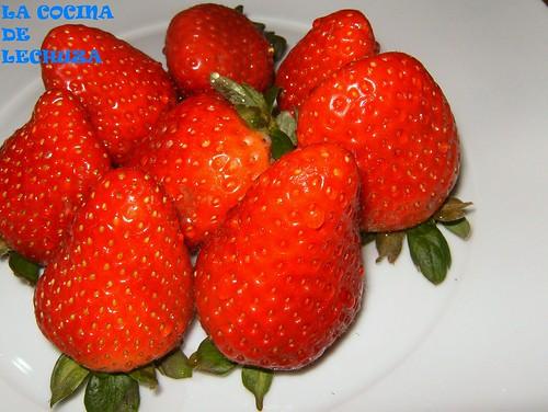 Torre de filloas y fresas-fresas crudas+