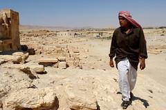 Palmyra - arriving (CharlesFred) Tags: peace desert roman middleeast hospitality siria syrian honour  syrien romanruins suriye  syrianarabrepublic  sirie balmera   shoufsyria  palpalmyra   welovesyria aljumhriyyahalarabiyyahassriyyah siri