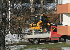 Men at Work (Linnea from Sweden) Tags: canon eos 30d ef 28135mm 3556 is usm men work man working track tractor house tree