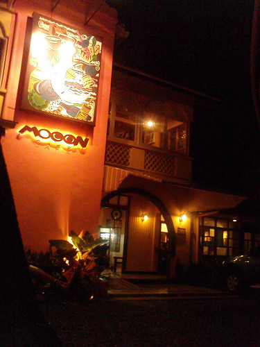 mooon cafe outside view