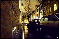 2008_scheffelstrae (jansiemen) Tags: licht nacht kln autos dunkel huser brgersteig alleine lichtstrahl scheffelstrae hausreihe backsteinmauer belftungsschacht