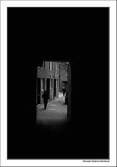 Serie Pasillos I (Gsandovalphotography) Tags: street uk people london blackwhite calle shadows personas paso londres 2008 sombras pasillo gonzalocisterna