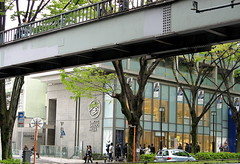 Omotesando Hills (SmALl CloUd ...) Tags: bridge people tree car japan shopping tokyo spring centre hills  aoyama 2008 omotensando