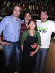 Con Tomás y Pilar, dueños de El Porrón