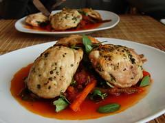 ravioles de pollo, rellenos de champignones sobre fideos de verduras con salsa de tomate [todo sin pasta] - 3000 visitas y subiendo