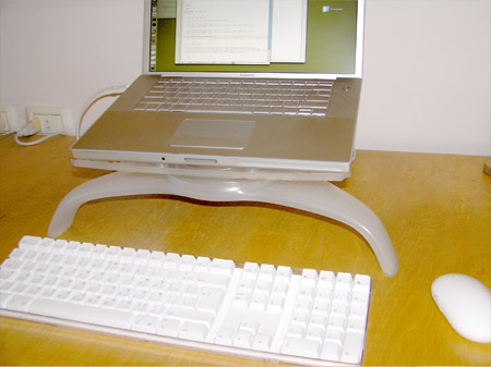 macbookpro_stand_1.jpg