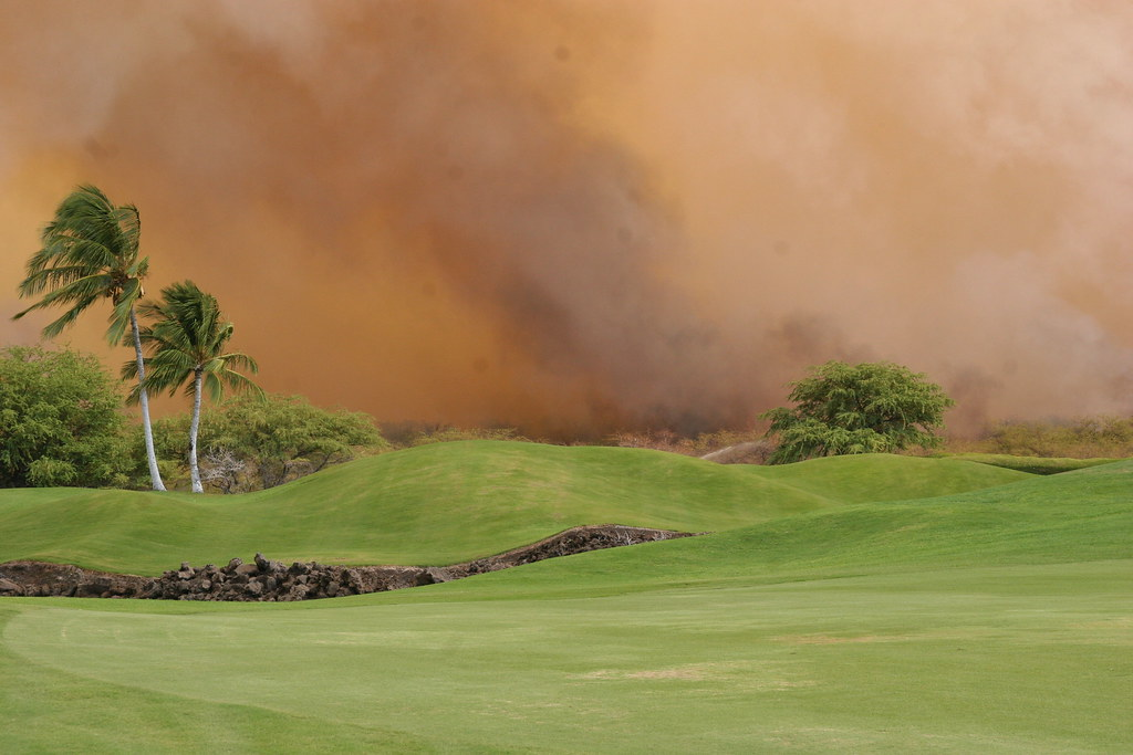 fire encroaching on the golf course 100 yard from the hotel