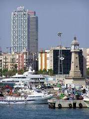 Barcelona - Port 002 (Arnim Schulz) Tags: barcelona españa building architecture spain arquitectura edificio catalonia architektur catalunya espagne bâtiment gebäude cataluña spanien katalonien catalogne