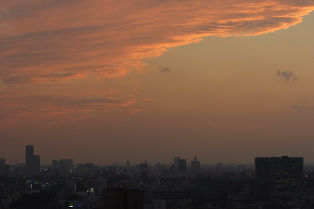 日没後のオレンジ空
