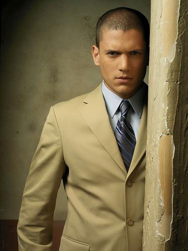 Wentworth Miller traje corbata