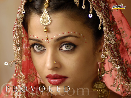 Actress Aishwarya Rai wearing Indian jewelry