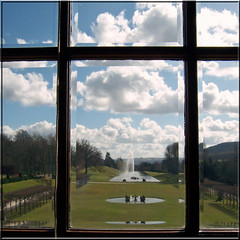 Chatsworth House look through the window on the big fountain (Cajaflez) Tags: blue england sky window fountain glass clouds blauw wolken lucht glas raam chatsworth engeland fontein topshots 100commentgroup saariysqualitypictures mygearandme