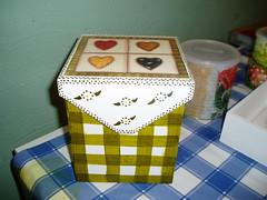 caixa listrada (Atelier Denise Fernandes) Tags: painting artesanato caixa madeira pintura mdf decoupage guardanapo serviette decorativepainting pinturaemmadeira pinturaemmdf decoupageemmdf collagedeserviette
