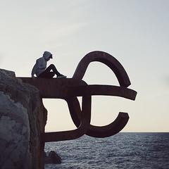 (Ana Cuba) Tags: boy sea water mar agua rocks loneliness thinking soledad rocas horizonte orilla peinedelosvientos bububob
